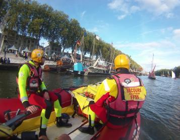 Postede secours aquatique fetes loire orleans